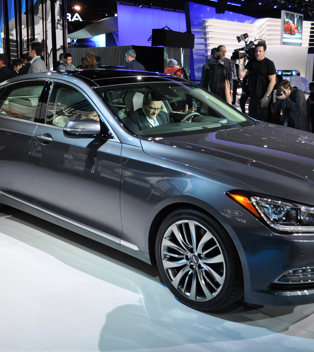 2015 Hyundai Genesis ascends to the next level